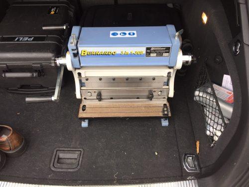 meine-bernardo-3-in-1-biegemaschine-im-kofferraum